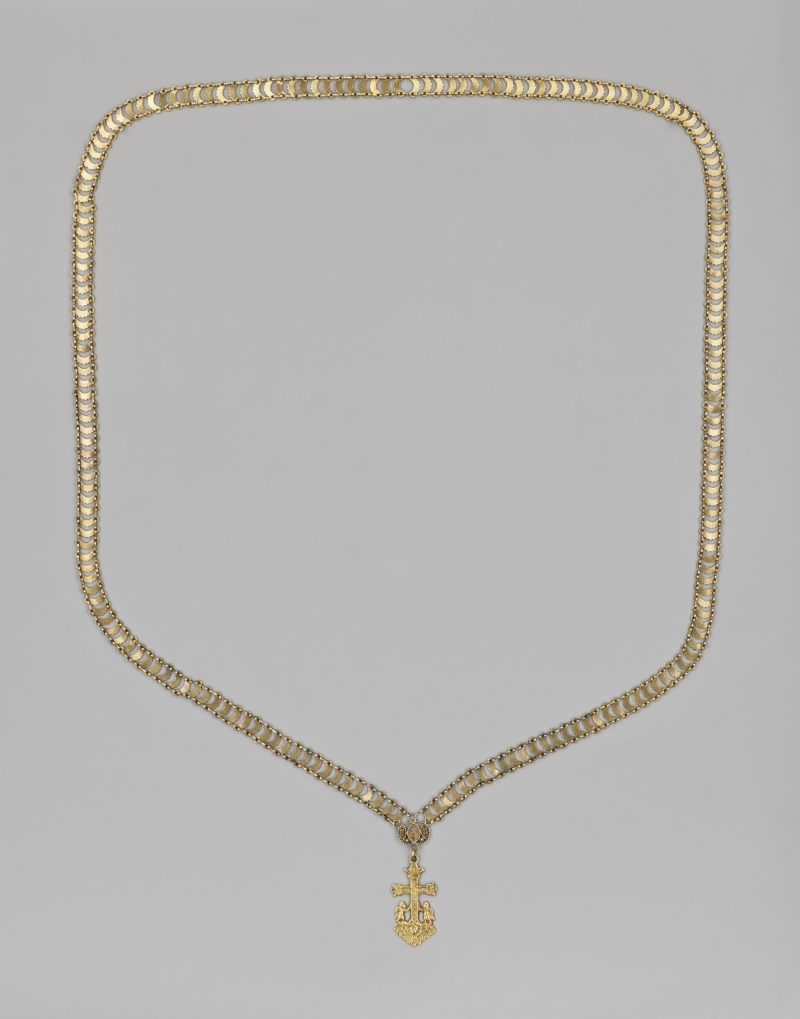 Necklace with a cross pendant
