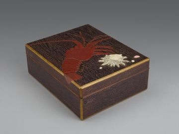 Accessory Box (Tebako) with Rock Lobster and Seashells