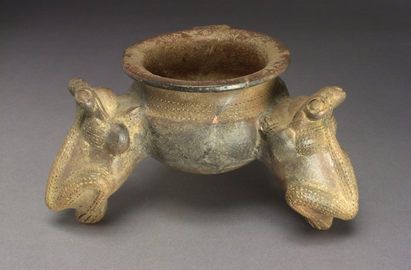 Tripod Jar with Frog-form Supports