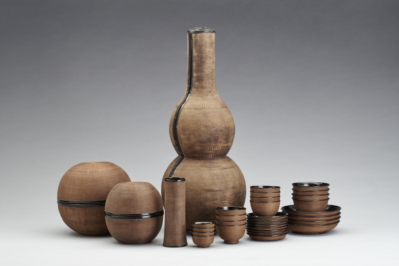 Dining Set in Gourd-Shaped Container